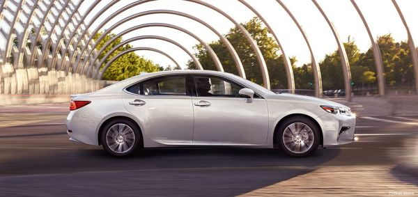 2016 Lexus ES Hybrid - Side View