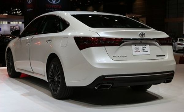 2016 - Toyota Avalon Hybrid Rear View
