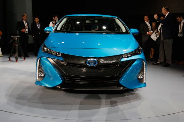 2017-Toyota-Prius-Prime-front-view-on-show-floor