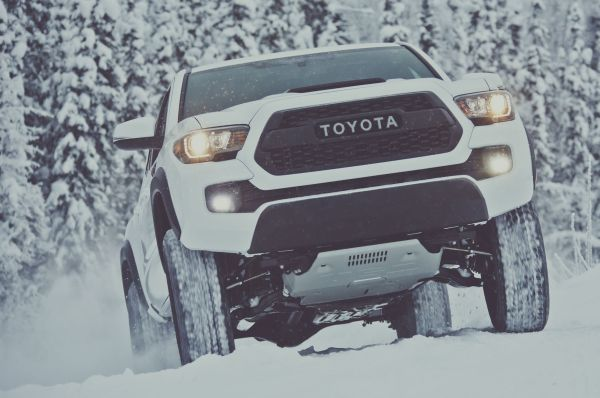 2017-Toyota-Tacoma-TRD-Pro-front-view-in-motion-01