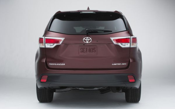 Rear View of 2015 Toyota - Highlander