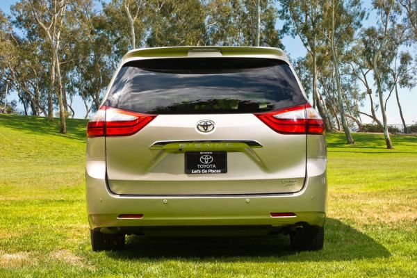 Rear View of  Toyota Sienna 2015