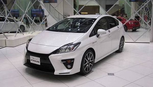 2017 toyota prius v price release date specs. Black Bedroom Furniture Sets. Home Design Ideas